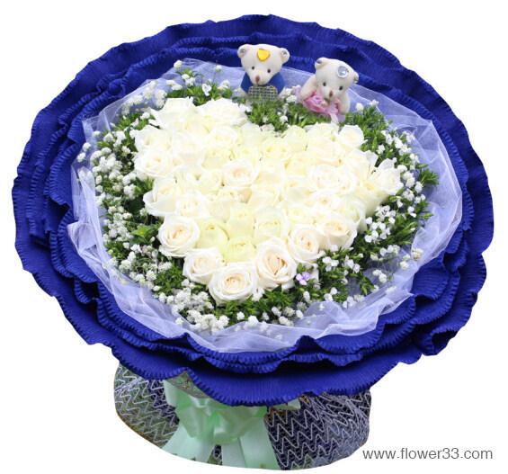 炽热真爱 - 心形白玫瑰花束