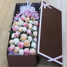 送女朋友什么花合适-混合玫瑰礼盒